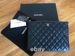 Authentique Caviar Chanel Matelassé Moyen O-case Pouch Condition Flambant Neuf 2018