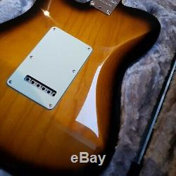 Fender 2018 Limited Edition Strat-télé Hybride 2-color Sunburst En Parfait État