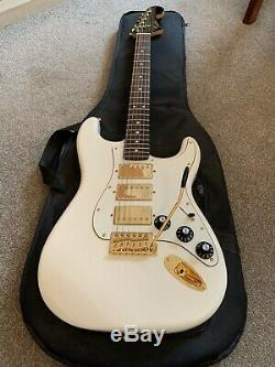 Fender Stratocaster, Limited Edition Blacktop Triple Humbucker. (mint Condition)