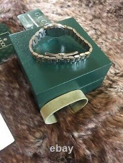 Gucci Dames Montre 9000l Avec Boîte Et Paperasse Excellent État